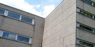 Das Umweltgift PCB lauert in Schulgebäuden aus den 70-er und 80-er Jahren. Foto: Priboschek