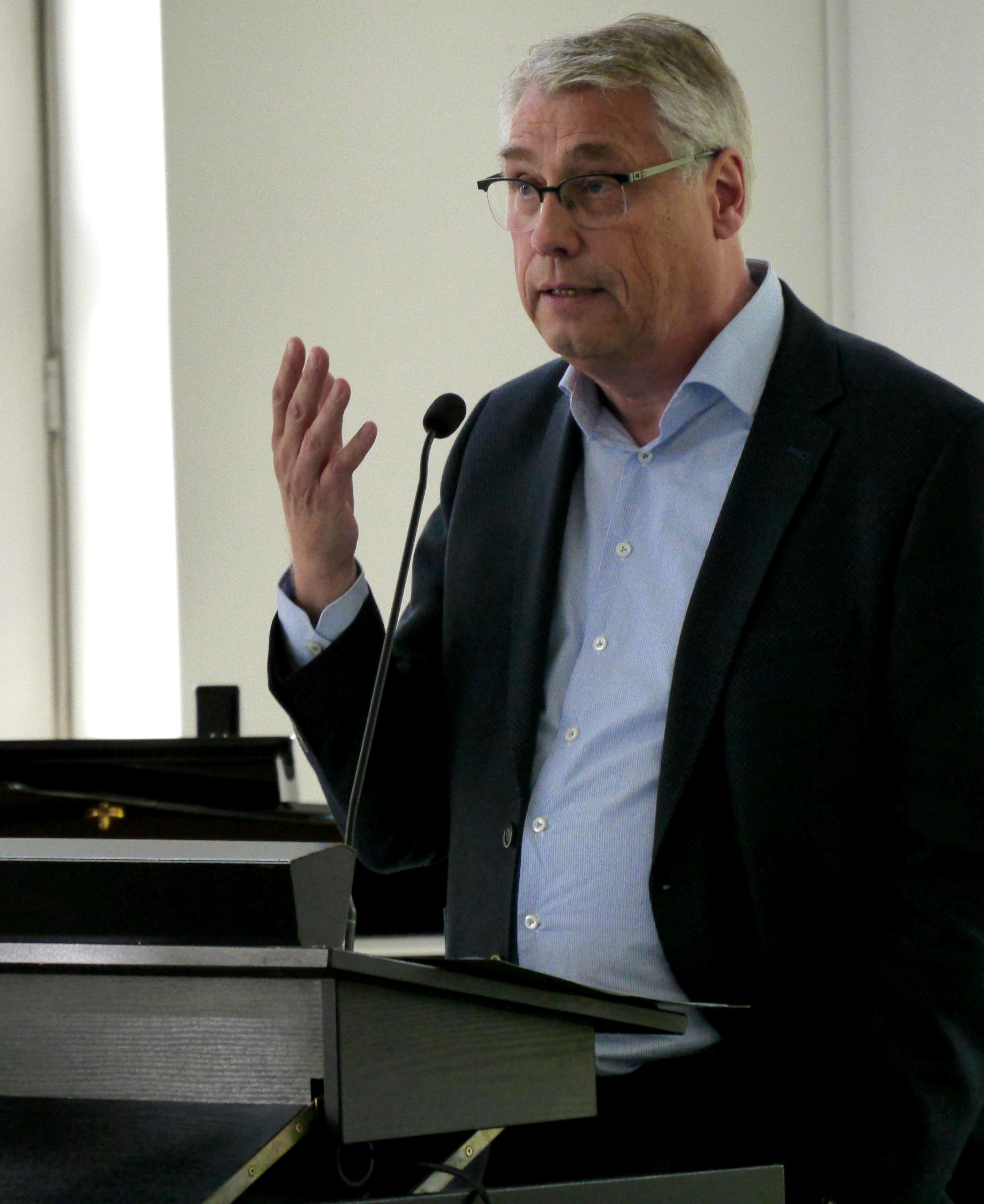 """Prof. Dr. Friedrich Hubert Esser, Präsident des Bundesinstituts für Berufsbildung, sprach beim """"ICDL-Launch"""" in Bonn über Herausforderungen der digitalen Arbeitswelt. Foto: Katrin Cürük / Dienstleistungsgesellschaft für Informatik mbH"""