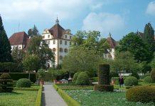 So stellen sich viele Eltern offenbar eine Privatschule vor: Park des Eliteinternats Schloss Salem. Foto: Wikimedia Commons