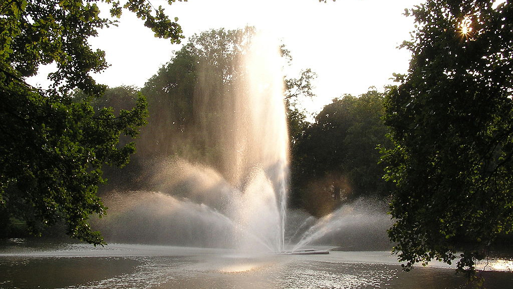 Auch bei der Abi-Feier im Bad Homburger Jubiläumspark blieb alles friedlich. Foto: MdE (de) / Wikimedia Commons (CC-BY-SA-3.0)