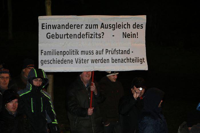 Gegen Einwanderer - und für geschiedene Väter: Pegida ist offenbar eine Demo für alles und jeden (hier ein Foto aus Dresden im Januar). Foto: Metropolico.org / flickr (CC BY-SA 2.0)
