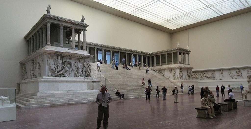 Wer den Pergamon-Altar jetzt noch mal sehen will, muss vier Stunden Wartezeit einkalkulieren. Foto: Gryffindor / Wikimedia Commons
