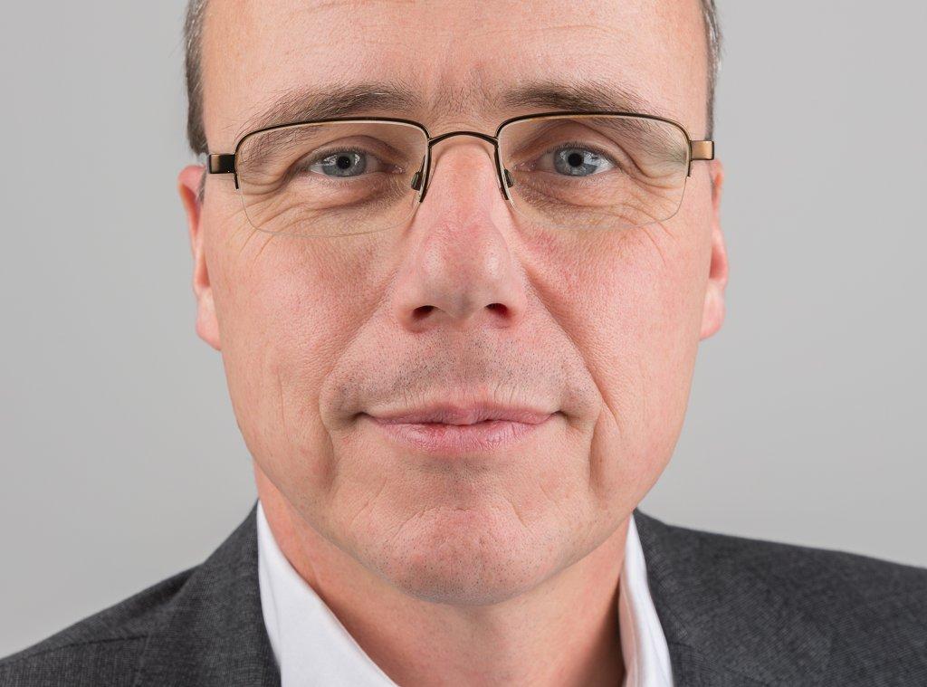 Trifft sich in wenigen Tagen mit den Gewerkschaften zur zweiten Runde bei den Tarifverhandlungen im öffentlichen Dienst: Hessens Innenminister Peter Beuth. FotoMartin Kraft / Wikimedia Commons (CC BY-SA 3.0)