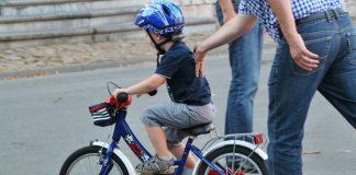 In Berlin kann jeder zweite Schüler in der vierten Klasse noch nicht Radfahren. In anderen Großstädten dürfte die Lage nicht viel besser sein. Foto: cocoparisienne / pixabay (CC0)