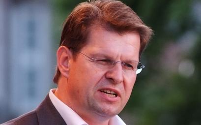 Als Haushaltsnotlageland könne Schleswig-Holstein bei einer besseren Bezahlung der Grundschullehrer nicht bundesweit vorangehen, meint SPD-Chef Ralf Stegner. Foto: Arne List / Wikimedia Commons (CC BY-SA 3.0)