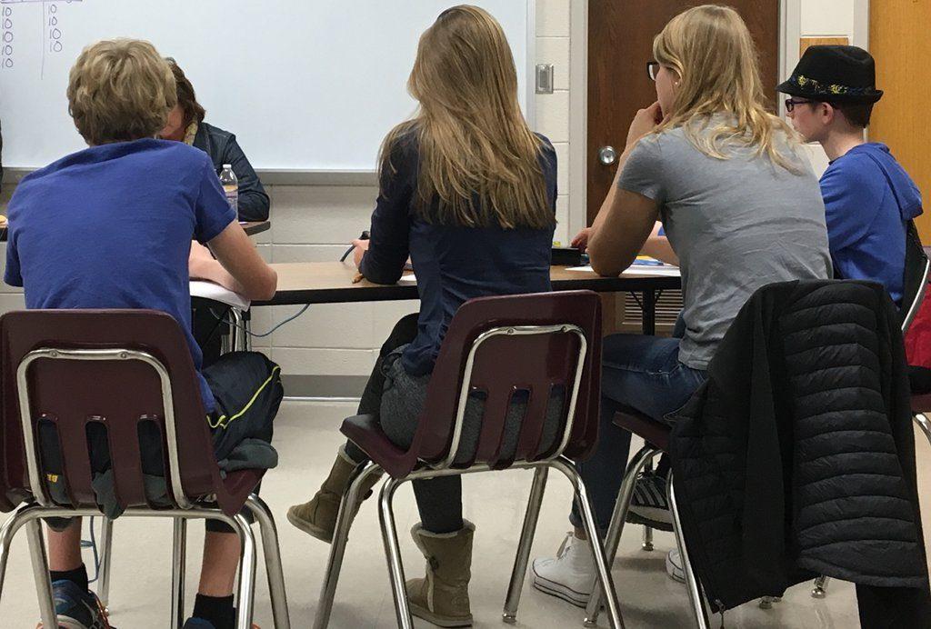 Der Unterricht als Ratespiel. Sicher nicht die innovativste Methode, aber möglicherweise ein guter Weg, Vorwissen bei Schülern zu aktivieren. Foto David Mulder/flickr (CC BY-SA 2.0)
