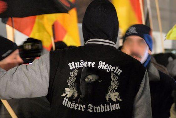 Die Zustimmung wächst: Rechtsextremer auf einer Demonstration in Düsseldorf 2014. Foto: Die Grünen / flickr (CC BY-SA 2.0)
