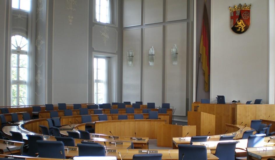 Geht es nach dem Willen der SPD-Fraktion gibt es im Landtag von Rheinland-Pfalz in nächster Zeit keine größeren Schul-Debatten. Foto: Roland Struwe /Wikimedia Commons (CC-BY-SA-3.0)