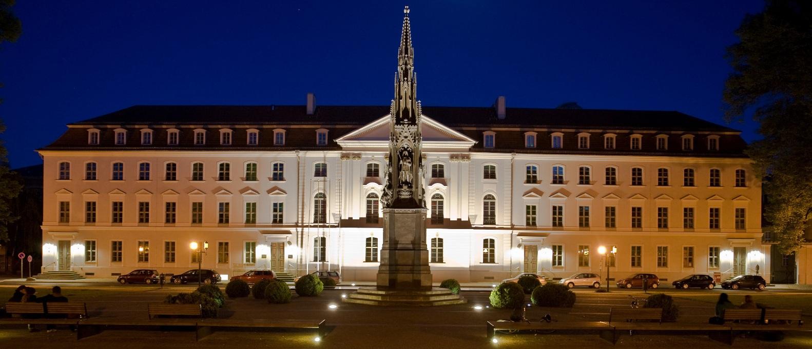 Das barocke Hauptgebäude der Ernst-Moritz-Arndt-Universität Greifswald. Die Universität wurde im Jahr 1456 gegründet und gehört damit zu den ältesten Universitäten Mitteleuropas. Foto: Markus Studtmann / Wikimedia Commons