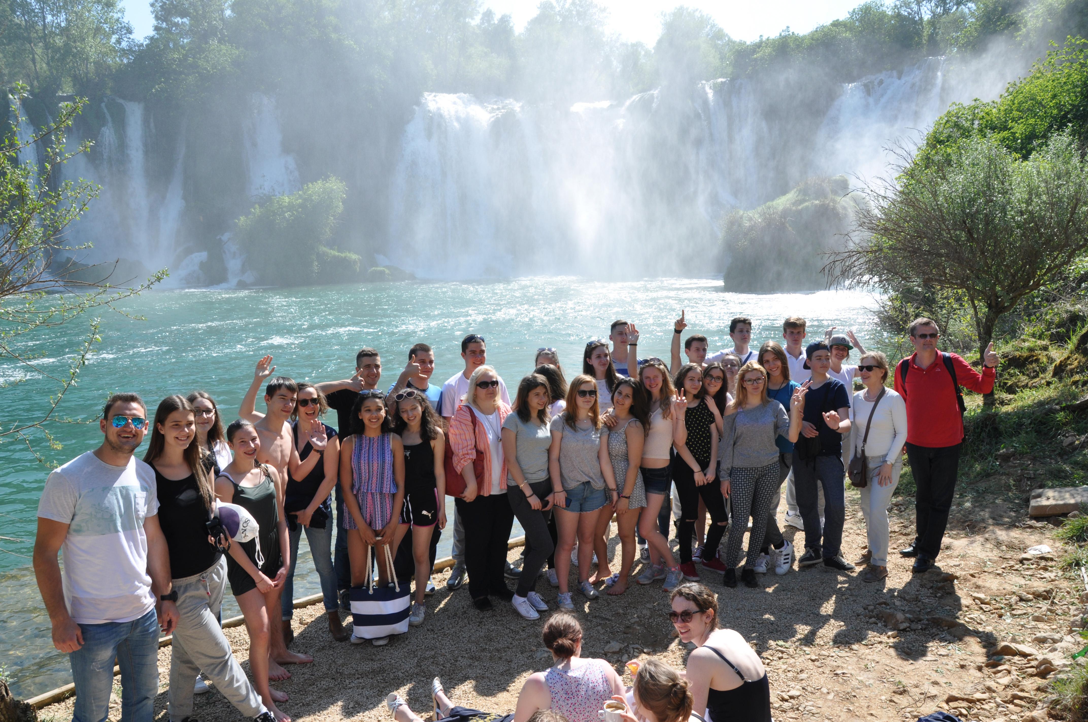 Schüler aus Hamburg, Sarajevo und Trebinje bei einem gemeinsamen Ausflug in Bosnien und Herzegowina