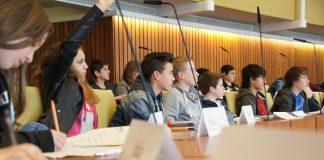 Die deutsche Politik muss in Sachen Kinderbeteiligungsrechten deutlich mehr tun, fordert das Deutsche Kinderhilfswerk. Foto: Politik zum Anfassen e.V. / Wikimedia Commons (CC BY-SA 3.0)