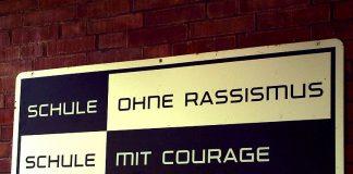Mittlerweile mehr als Schulen bundesweit haben dieses Schild am Eingang hängen. Foto: Bernd Schwabe in Hannover / Wikimedia Commons (CC BY-SA 3.0)