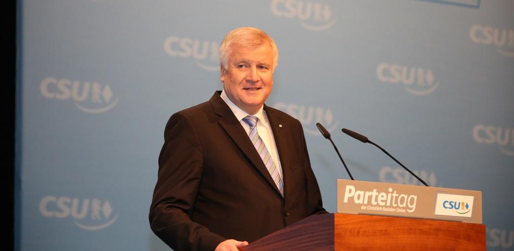 Hat noch ein Jahr Zeit, sein Versprechen zu erfüllen: Bayerns Ministerpräsident Horst Seehofer. Foto: blu-news.org / flickr (CC BY-SA 2.0)