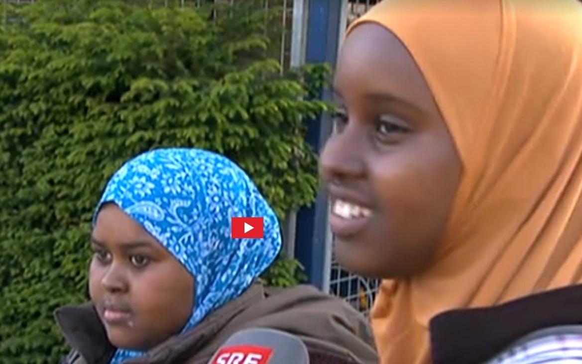 Die beiden Mädchen wollen auch in der Schweiz ihre Kopftücher nicht absetzen. (Foto: Eigener Screenshot SRF 10vor10)
