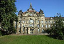 Die sächsiche Staatskanzlei in Dresden. Zieht hier im September die AfD ein? Foto: DrTorstenHenning / Wikimedia Commons (gemeinfrei)