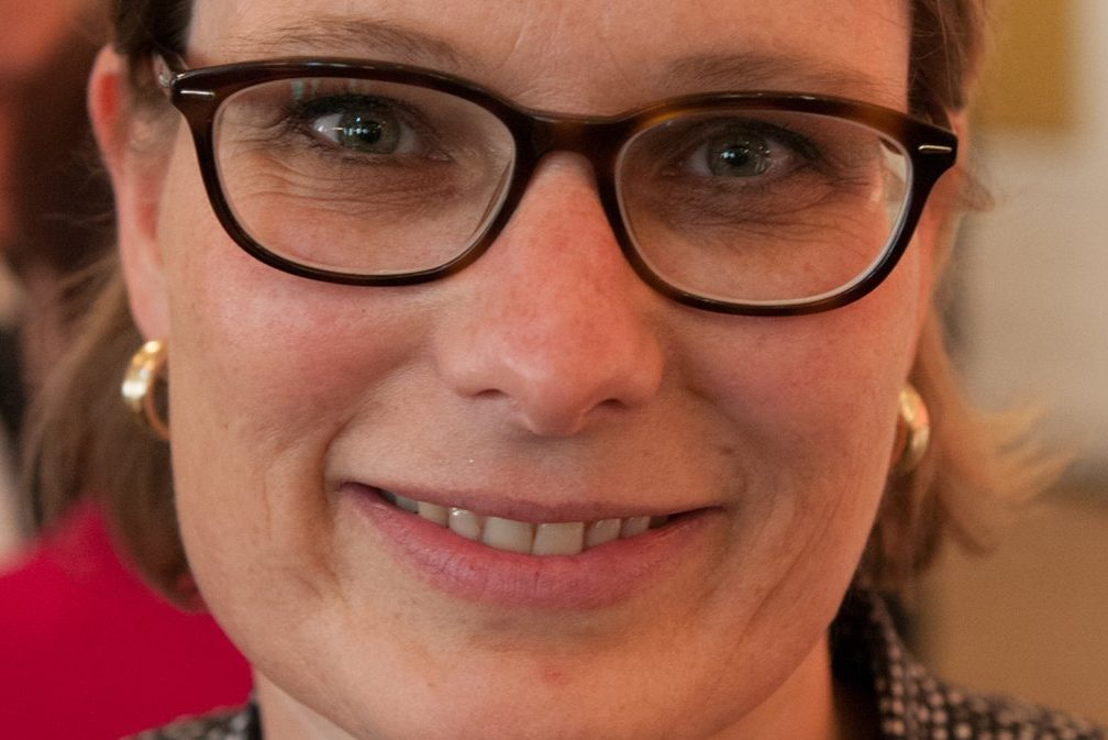 Rheinland-Pfalz' Bildungsministerin Stefanie Hubig (SPD) wird wohl einige kleine Grundschulen auslaufen lassen. Foto: Olaf Kosinsky / Wikimedia Commons (CC BY-SA 3.0)