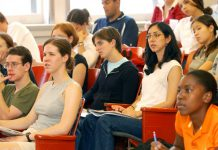 Nach FiBS-Berechnung bildet Berlin nicht genug neue Lehrer aus, um den eigenen Bedarf zu decken. Foto: Tulane Public Relations, AlbertHerring / Wikimedia Commons (CC BY 2.0)