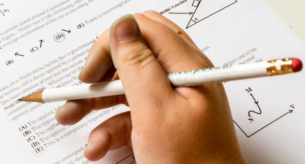 Auch wenn Schüler über Testeritis stöhnen: Lernen mit Tests bringt nachhaltigere Ergebnisse. (Foto: tjevans / pixabay (CC0 1.0))