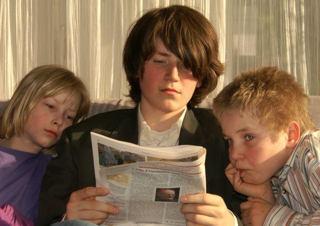Vorlesen macht Kinder schlau und sportlich; Foto: S. Hofschlaeger/ pixelio.de
