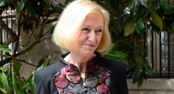 Freut sich: Bundesbildungsministerin Johanna Wanka. Foto: EnseignementSup-Recherche-Innovation / flickr (CC BY-SA 2.0)