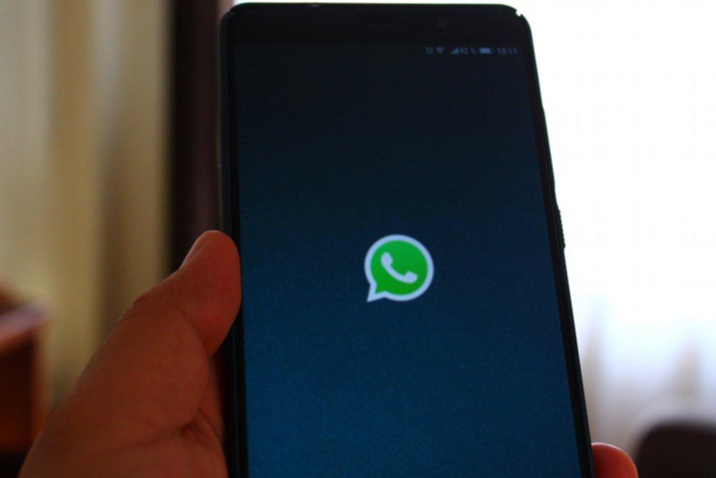Jederzeit mal eben über WhatsApp mit den Eltern kommunizieren? Das ist in den Bundesländern erstaunlich unterschiedlich geregelt. Foto: alberthbq / Pixabay (CC0 1.0)