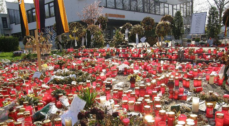 Gedenken vor der Albertville-Realschule in Winnenden. Foto: Ra Boe / Wikimedia Commons (CC-BY-SA-3.0)