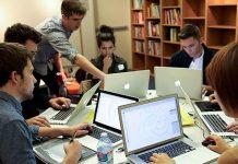 Gute Programme für den Unterricht regen das Gespräch zwischen den Schülern an. Foto: AIGA/NY / flickr (CC BY 2.0)
