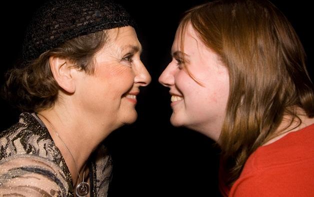 Vor allem Mütter und Töchter haben in der Regel eine enge Bindung. Foto: Heptagon / Wikimedia Commons (CC BY-SA 3.0)