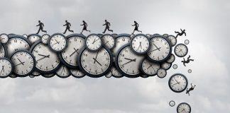 Wissenschaftler haben die Arbeitszeit von Lehrern erhoben. Illustration: Shutterstock