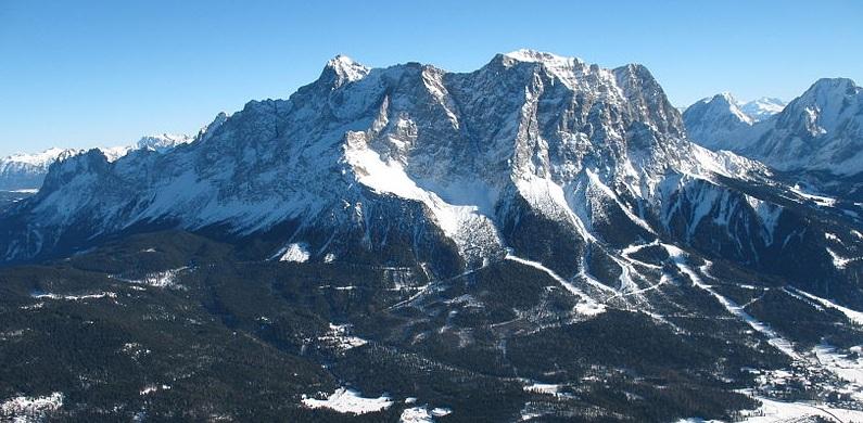 Der höchste Berg und die besten Schulen - das war einmal. Bayern bekommt diesmal keine Bestnoten. Foto: KaukOr / Wikimedia