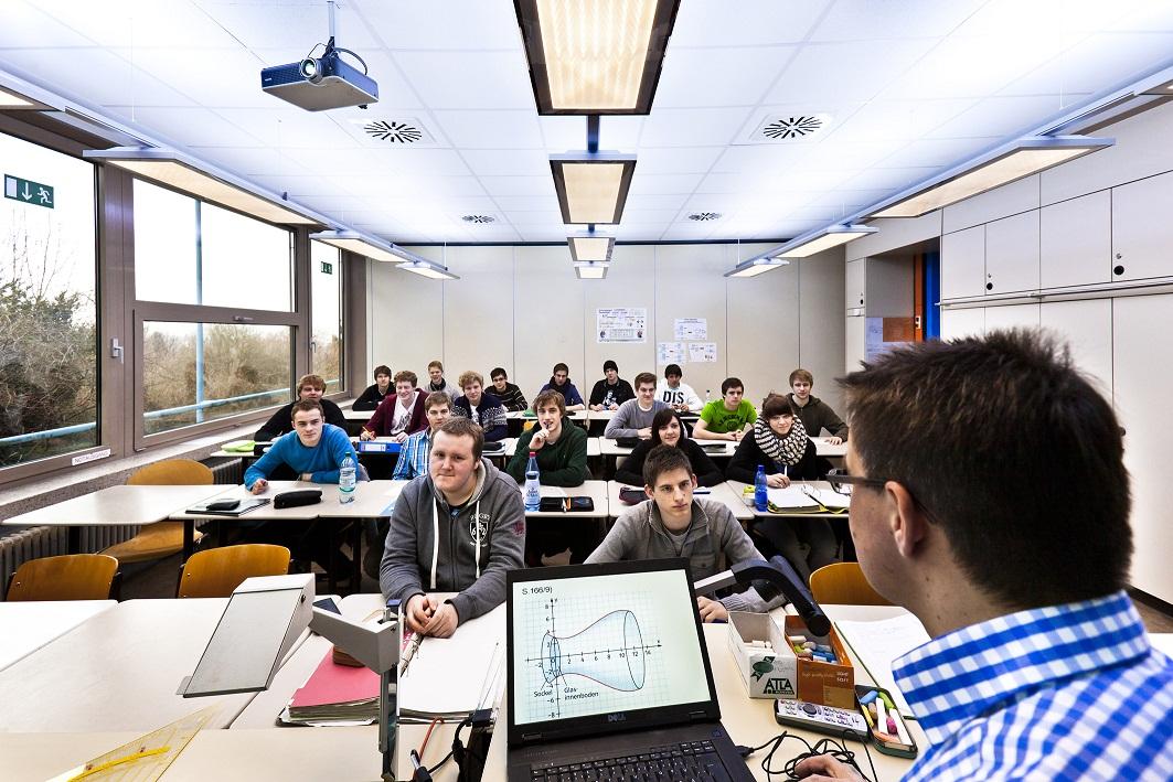 Unterricht in der robert bosch schule in ulm unter for Schule design