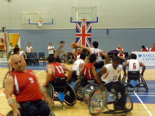 Auch bei den Paralympics - hier ein Basketballspiel 2010 - gibt es keine gemischten Wettkämpfe. (Foto: WhyOhGee/Flickr CC BY 2.0)