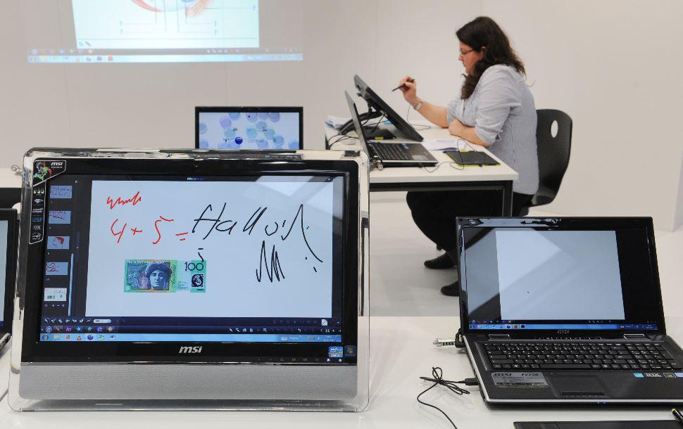 """Anbieter digitaler Medien - wie die Hersteller von elektronischen Whiteboards - prägen Anbieter digitaler Medien prägen das Bild auf der Bildungsmesse """"didacta"""". Foto: Deutsche Messe AG"""