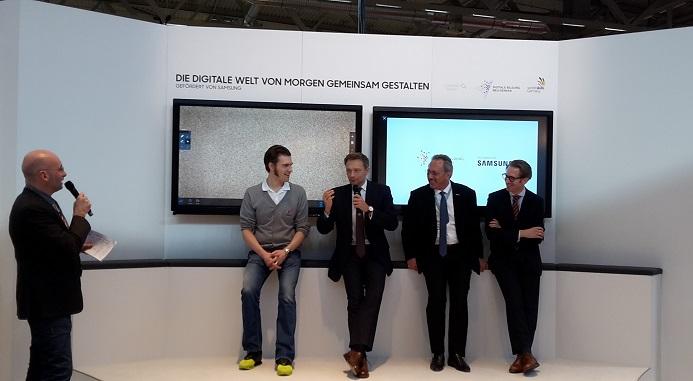 Der FDP-Vorsitzende Christian Lindner (3. v.r.) forderte auf der didacta die Abschaffung des Kooperationsverbots. Foto: Laura Millmann