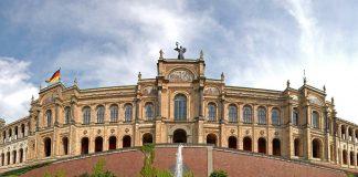 Auch im bayerischen Landtag tobt der Streit um die Schulstrukturen. Die Grünen fordern das Ende des dreigliedrigen Schulsystems - die CSU kämpftunverdrossen für dessen Erhalt. Foto: digital cat / Flickr (CC BY