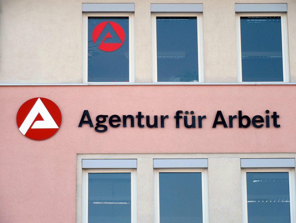 Endlich Rheinland Pfalz Bezahlt Vertretungslehrer Bald Auch Während