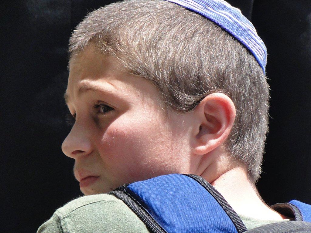 Sich an einer deutschen Schule offen als Jude zu bekennen scheint heute wieder ein Risiko zu sein. Foto: Adam Jones / flickr (CC BY-SA 2.0)