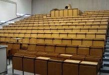 Nicht nur in die z.T. altehrwürdigen Hörsäle der thüringischen Hochschulen muss mehr Digitaltechnik einziehen, findet der Landes-RCDS. Foto: Amidasu / Wikimedia Commons (CC BY-SA 3.0)