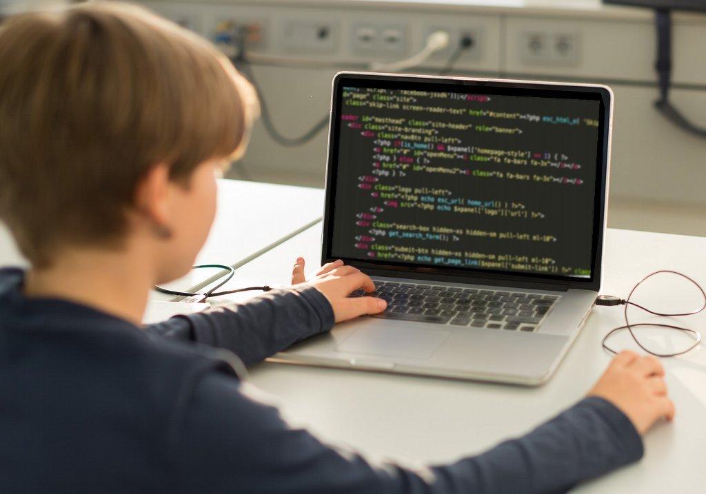 """Schüler einfach """"losprogrammieren"""" zu lassen mache wenig Sinn findet Informatikerin Ute Schmid. Foto: Rainer Stropek / flickr (CC BY 2.0)"""