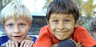 Max versus Murat: Grundschulkinder mit türkischem Hintergrund erhielten schlechtere Noten im Diktat. Foto: White77 / pixabay (CC0) (bearbeitet)