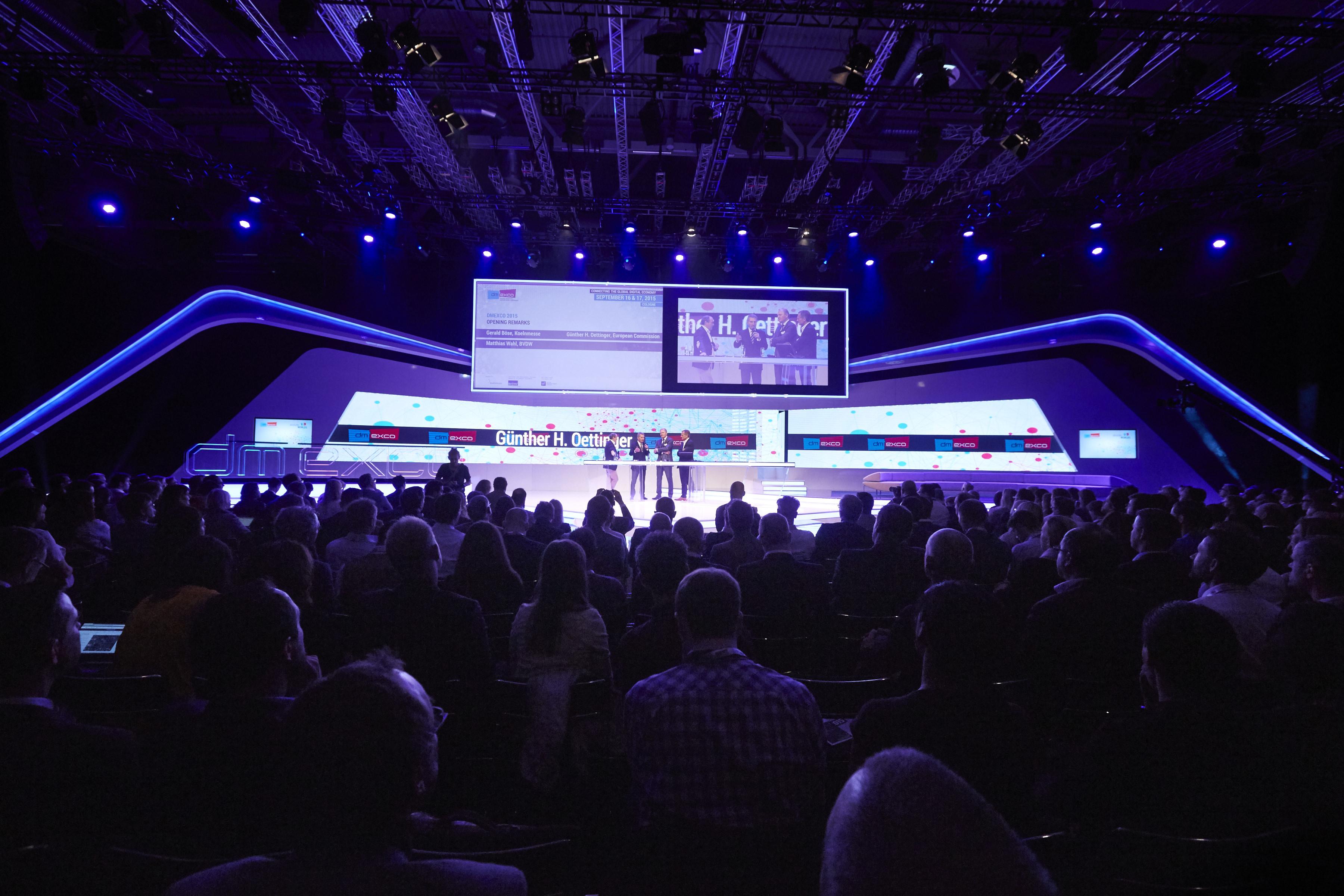 """Die """"dmexco"""" zieht Tausende von Besuchern an, hier die Congressbühne. Foto: dmexco"""