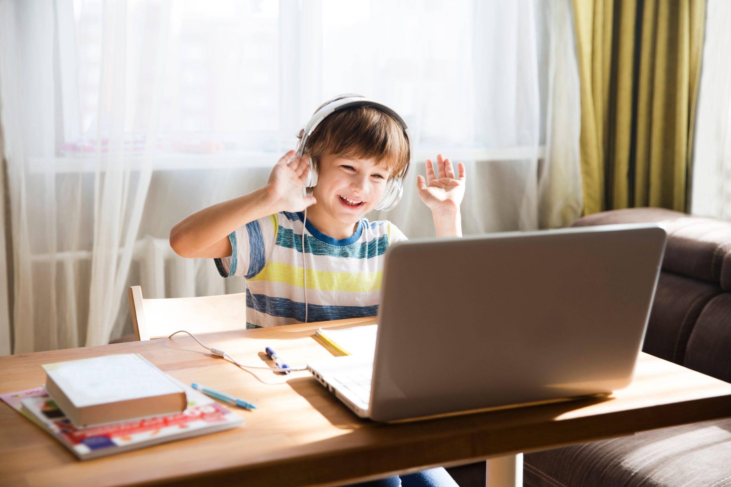 Homeschooling, Distanzunterricht, Corona, Homeschooling-Scouts. Foto: shutterstock/Ulza