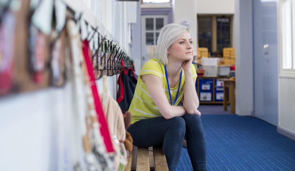 Nach dem Unterricht wartet die Schreibtischarbeit. Foto: Shutterstock