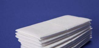 Übereinander gestapelte Papiertaschentücher