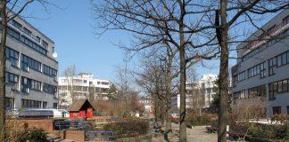In Gegenden wie der Berliner Rollbergsiedlung könnten letztendlich nur öffentliche Bildungseinrichtungen für gleiche Startchancen in das reale Leben sorgen, meint Neuköllns Bezirksbürgermeister Hikel (SPD).