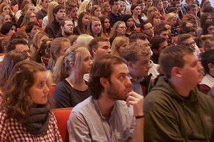 Stabile Studenten-Zahlen in Sachsen zum Semesterauftakt. Auch junge Menschen aus dem Ausland fühlen sich von den jüngsten Geschehnissen offenbar nicht abgeschreckt. Foto: Universität Salzburg (PR) / flickr / CC BY 2.0