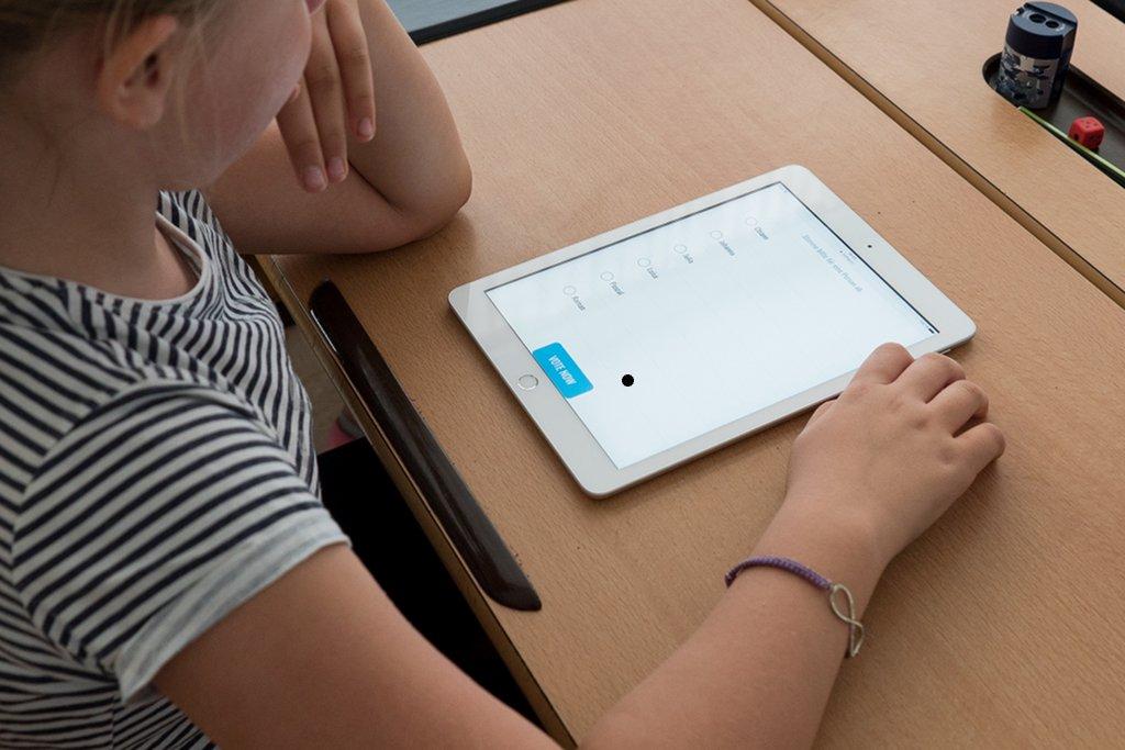 Damit der Unterricht mit digitalen Medien zur Routine an Schulen wird bedarf es einiger Voraussetzungen. Foto: steveriot1 / Pixabay (CC0 1.0)